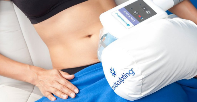A woman receives CoolSculpting® treatment on her abdomen.